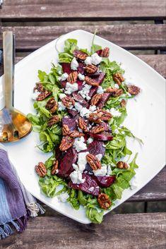 Roasted balsamic beet salad with goat cheese and caramelised pecans •Olive - Mango Beet Goat Cheese Salad, Beet Salad With Feta, Roasted Beet Salad, Roasted Pecans, Salads With Goat Cheese, Salad Recipes For Parties, Beet Salad Recipes, Smoothie Recipes, Mango Salat