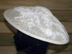 Pamela con encaje bordado en pedrería. ArtJoana.com
