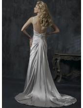 Robe de mariée garnie de broderie et de plis deux bretelles fines
