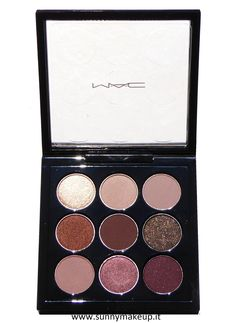 MAC Eye Shadow x 9 - Burgundy Times Nine. Palette di ombretti della collezione Eyes On MAC.