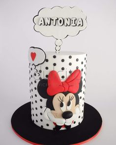 This cute Minnie Mouse Birthday Cake was made by Vicky Rodriguez. This is a barrel cake that is white with black polka dots. A Minnie is on the side of the cake. Minni Mouse Cake, Bolo Da Minnie Mouse, Mickey And Minnie Cake, Minnie Mouse Cookies, Bolo Mickey, Minnie Mouse Birthday Cakes, Mickey Cakes, Mickey Birthday, Cake Birthday