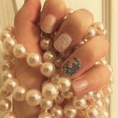 Just another mani Monday! I love how elegant this manicure looks! #jamberry #jamberrynails #jamberryconsultant #igetpaidtohaveprettynails #dustyfloraljn #daydreamjn #leogeolacejn