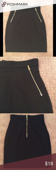 """Black jersey knit skirt H & M NWT H and M skirt. Back zip. Two zip front pockets. Waist 28"""". Length 20"""". Sturdy fabric, with little stretch. H&M Skirts"""