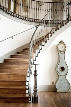 Fit for a King - Utah Style & Design Winter 2012 - Alice Lane Home Interior Design Staircase Railings, Curved Staircase, Staircase Design, Stairways, Banisters, Entry Stairs, Railing Design, Modern Staircase, Stair Treads
