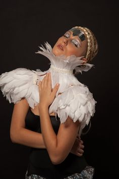 White festival feather epaulettes and collar Bridal feather shoulder pieces Burning Man festival clothing Ice Queen White party Valkyrie Burning Man, Le Bourgeois Gentilhomme, Bird Costume, Hippie Costume, Feather Fashion, White Feathers, Rave Wear, Festival Outfits, Festival Clothing