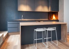 Apartment in Oslo // Hviit.blogspot.com. Grey on grey, Hee Stools from Hay.