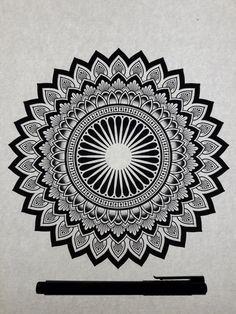 Black and white mandala mandalas/zentangle mandala artwork, Mandala Art Lesson, Mandala Doodle, Mandala Artwork, Mandalas Drawing, Simple Mandala, Geometric Mandala, Tattoo Drawings, Art Drawings, Mandala Tattoo
