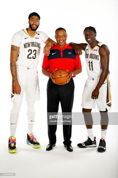 Anthony Davis, head coach Alvin Gentry and Jrue Holliday.
