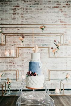 Art Deco Infused Blue Velvet Wedding Inspiration at 'At The Top' - Chic Vintage Brides : Chic Vintage Brides Vintage Blue Weddings, Chic Vintage Brides, Art Deco Wedding, Our Wedding, Summer Wedding Bouquets, Deco Blue, Modern Art Deco, Soft Corals, Wedding Honeymoons