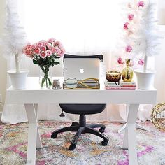 Love this work space from 2 Ladies & A Chair , don't you? It's so soft and feminine ? Thanks 2 Ladies & A Chair for including our rug in your dreamy work space! - My Home Decor Home Office Space, Home Office Design, Chic Office Decor, Office Inspo, Office Ideas, Fixer Upper House, Modern Farmhouse Decor, Bedroom Decor, Bedroom Chair