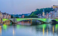 La Saône et le pont Bonaparte, l'église Saint-Georges et le lycée Saint-Just sur la colline. Bonaparte bridge over the Saone river, Saint-Georges church and Saint-Just high school on the hill. Photo © Stéphane NINO http://on.fb.me/1eADpVq