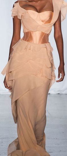 Zac Posen, 2014  I'm quite sure it wouldn't look as good against my skin tone but it really is quite ravishing