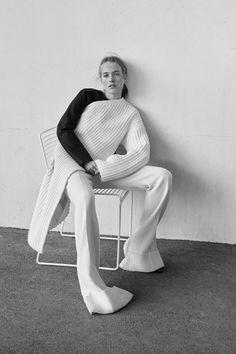 Chic Minimalist Style - minimal knitwear // Harper's Bazaar Turkey 2016