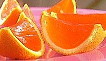 Los jello shots en rodajas de naranja son unas gelatinas con vodka servidas sobre rodajas de naranja, saben super ricos aunque hay que tener cuidad de cuantos tomar porque no te vas a dar cuanta de la cantidad de alcohol que tienen.