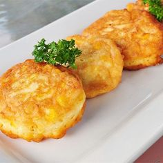 """Sweet Corn Fritters Fresh Sweet Corn Fritters I """"These turned out nice and fluffy on the inside and crispy on the outside.""""Fresh Sweet Corn Fritters I """"These turned out nice and fluffy on the inside and crispy on the outside. Side Dishes For Ham, Corn Dishes, Vegetable Dishes, Corn Fritter Recipes, Vegetable Recipes, Sweet Corn Fritters, Recipe For Corn Fritters, Fingerfood Baby, Tortillas"""
