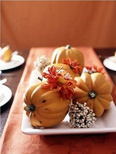 Thanksgiving Day Table centerpiece pumpkins