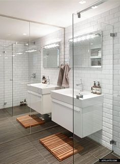 Loft apartment in Oslo. Mirror wall makes the room look huge! Shower Over Bath, Small Bathroom With Shower, Bathroom Kids, Laundry In Bathroom, Modern Bathroom, White Bathroom, French Bathroom, Shower Bathroom, Glass Shower