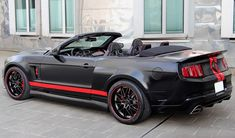 Shelby Mustang GT500, purple where theres red and its my dream car :)