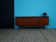 Vintage sideboard by Dalescraft. Midcentury design in teak. Teak Sideboard, Vintage Sideboard, Retro Furniture, Furniture Design, Vintage Interiors, Mid Century Furniture, Mid Century Design, Retro Vintage, The Originals