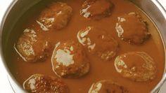 Brun saus til kj& Turkey Chicken, Chicken Sausage, Norwegian Food, Pretzel Bites, Gravy, Ground Beef, Thai Red Curry, Dip, Salsa