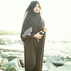 Stylish Girl Images, Stylish Girl Pic, Beautiful Girl Image, Beautiful Asian Girls, Cute Girl Poses, Cute Girls, New Abaya Style, Girly Dp, Stylish Hijab