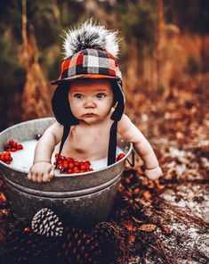Fall Baby Pictures, Baby Boy Photos, 6 Month Baby Picture Ideas Boy, Baby Milk Bath, George Hats, Milk Bath Photos, Baby Christmas Photos, Baby Winter Hats, Baby Girl Photography