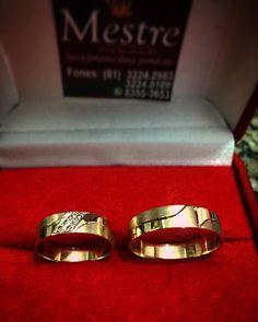"""""""Par com 5 gramas. 6 brilhantes. Ouro 18K.  #ouro #brilhante #diamond #casamento #wedding"""""""