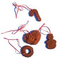 DIY Cinnamon Ornaments | Hellobee