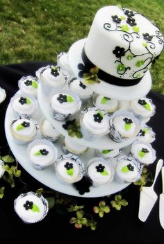 Wedding Cake Shapes From Round To Topsy-Turvy ❤ See more: http://www.weddingforward.com/wedding-cake-shapes/ #weddings