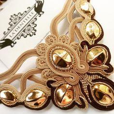 Shibori, The Knack, Soutache Necklace, Art Forms, Wearable Art, Jewerly, Photo Wall, Chokers, Bangles