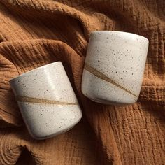 Myrth Ceramics I like the line of clay body you can see between the glaze Glazes For Pottery, Pottery Mugs, Ceramic Pottery, Pottery Art, Ceramic Plates, Ceramic Art, Clay Mugs, Pottery Classes, Pottery Designs