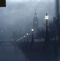 Big Ben und The Embankment 1920 Glasplattenfotografie London & Middlesex Arch . - Big Ben und The Embankment 1920 Glasplattenfotografie London & Middlesex Archaeological Society Glas - Magic Places, Gothic Images, Gothic Pictures, Dark Images, London Winter, London Night, Victorian London, Victorian House, Darkness Falls
