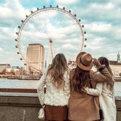 London Eye, Bff Poses, Sister Poses, London Winter, London Pictures, London Photos, Best Friend Pictures, Friend Photos, London Photography