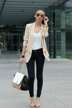 This Pin was discovered by Arantza Sb. Discover (and save!) your own Pins on Pinterest. | See more about black white, black jeans and blazers.