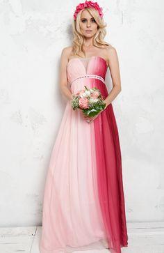 Edler Look für exklusive Abendveranstaltungen  Dieses wunderschöne Abendkleid aus feiner Seide mit Farbverlauf in Rosé kannst Du bei dresscoded.com mieten. #dresscoded