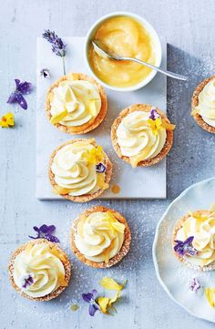White Chocolate Lemon Mousse Tarts Fill homemade tart shells with creamy white chocolate and lemon curd for a dessert that'll make your tastebuds pop! Delicious Desserts, Dessert Recipes, Yummy Food, Dessert Cups, Lemon Desserts, Melting Chocolate, White Chocolate, Chocolate Tarts, Chocolate Pudding