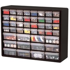 Este hardware chefe e armário de artesanato que tem um total de 32 gavetas.