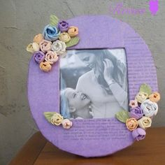 Photo frame made by https://www.facebook.com/rosesarredamento/ *** Le Maddine & Maddy https://www.facebook.com/groups/531953423561246/ *** #madeinfacebook #lemaddine #handmade #handcrafted #instagram #instapic #instagood #picoftheday #instacool #cool #cute #paper #papercraft #recycle #frame #photo #purple #flowers #colorful #fommy #decor #decoration #homedecor #roses
