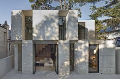 Image 10 of 25 from gallery of Glebe House / Nobbs Radford Architects. Courtesy of Nobbs Radford Architects Wooden Staircase Design, Wooden Staircases, Architecture Résidentielle, Australian Architecture, Design Exterior, Concrete Houses, Concrete Stairs, Precast Concrete, Timber Frame Homes