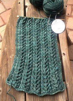 Amazing Knitting provides a directory of free knitting patterns, tips, and tricks for knitters. Knitting Club, Knitting Stitches, Knitting Patterns Free, Knitting Yarn, Knit Patterns, Free Knitting, Free Pattern, Knit Picks, Knitting Accessories
