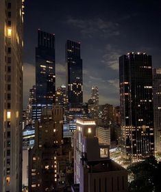 Night Aesthetic, City Aesthetic, Travel Aesthetic, New York Life, Nyc Life, City Vibe, Dark Paradise, Dream City, City Lights
