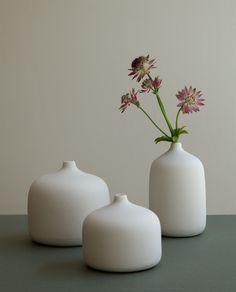 Lokal Helsinki Kukka vase, S, white Minimalist Decor, Minimalist Design, Store Window Displays, Retail Displays, Shop Displays, Merchandising Displays, Nordic Home, Pop Up Shops, Home Decor Online