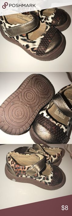 itzy Bitzy Shoes that squeak every time your child moves their little feet. Sounds like a headache, but actually a great idea if you have a runner like mines. It helps locate your kids every move by the squeak. Size 3 kids. itzy bitzy Shoes Sneakers