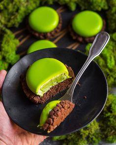 Современные десерты: муссовое пирожное «Халк», базилик, ананас и шоколадное брауни - Andy Chef (Энди Шеф) — блог о еде и путешествиях, пошаговые рецепты, интернет-магазин для кондитеров