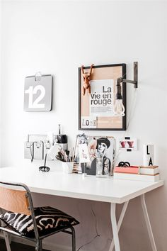 Minimalistic home office with great decorations. Dream Home Office Decor: wall decoration ideas.