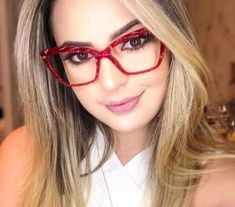 Nice Glasses, Glasses Frames, Fashion Eye Glasses, Wearing Glasses, Womens Glasses, Cool Eyes, Eyeglasses, Eyewear, Girl Fashion