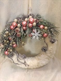 Rustic Christmas ornaments – Rustic Homes Christmas Advent Wreath, Rustic Christmas Ornaments, Christmas Rose, Holiday Wreaths, Christmas Holidays, Xmas Decorations, Christmas Projects, Diy Christmas Wreaths, Favor Boxes