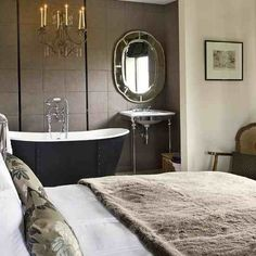 claw foot tubs in bedrooms | the trend for luxury roll top bath tubs in bedrooms in increasing ...