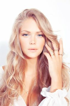 Long Wavy Hair, Pale Make-Up, Peach Blush, Rings.