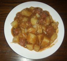 A couple of recipes on how to make stovies, a Scottish dish I like mine with sausage! Scottish Dishes, Scottish Recipes, Irish Recipes, Real Food Recipes, Cooking Recipes, Yummy Food, Delicious Recipes, Outlander Recipes, Roasted Meat